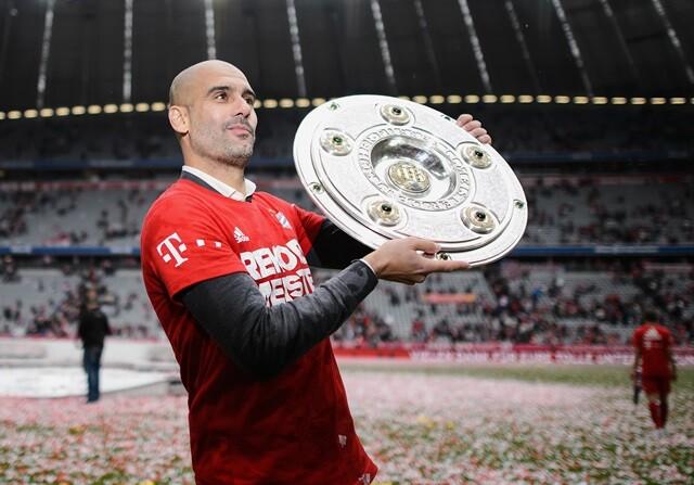 Pep Guardiola con el título de Bundesliga