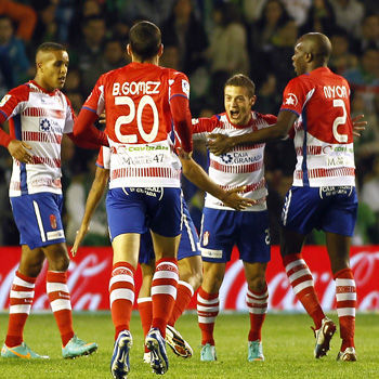 El Granada celebra un gol de Torje