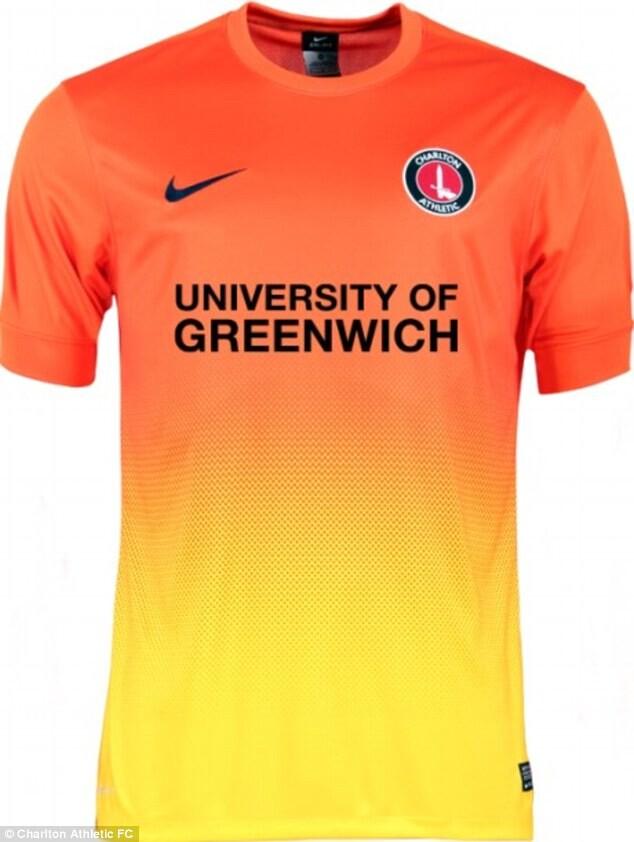 El Charlton Athletic FC recicla las camisetas del Barça b38d58d675475
