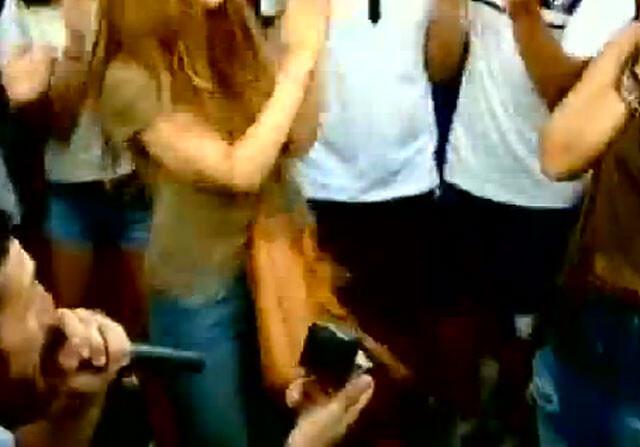 Rojas celebró el ascenso del Huesca pidiéndole matrimonio a su novia