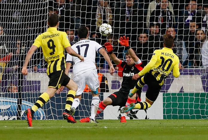 Nada que objetar a la entrega de los jugadores del Real Madrid. Ni en la  primera parte 173635a8f1c4f