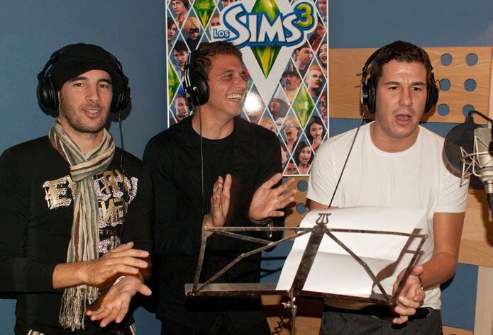 FOTO: Joaquín cantó con Andy & Lucas un villancico para Los Sims 3