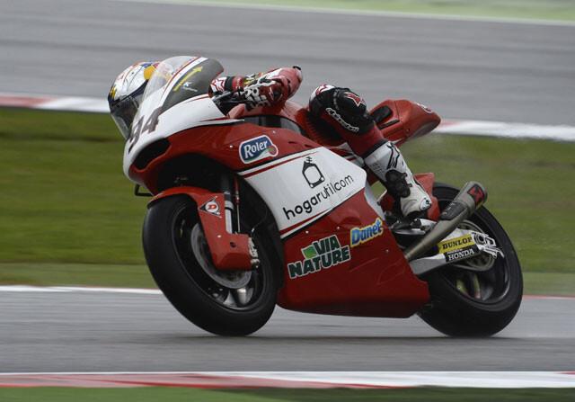 Jonas Folger aprovecha la caída de Zarco y gana en Moto2