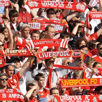 Liverpool celebra un gol junto a su entrenador
