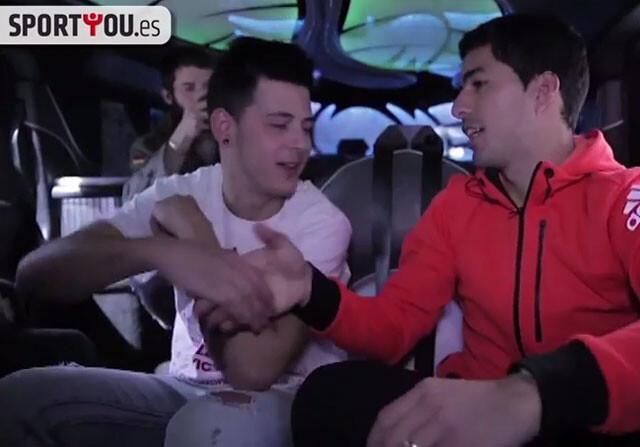Luis Suárez da una sorpresa a unos aficionados
