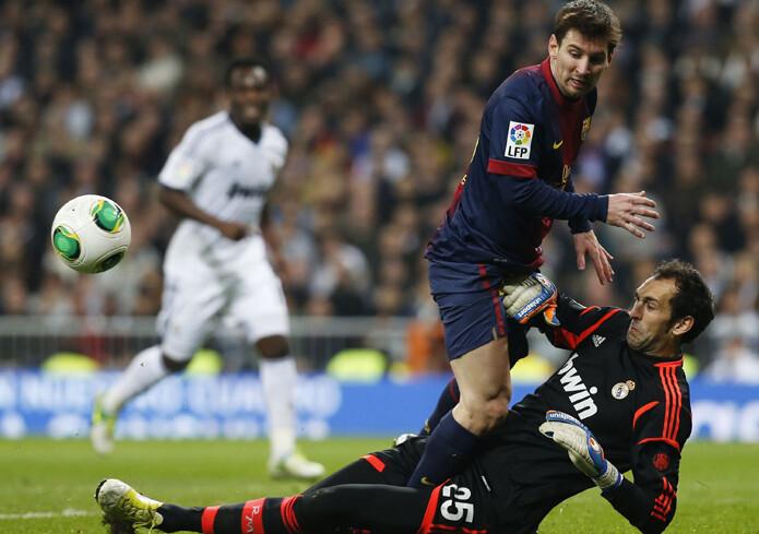 Messi se choca con Diego López