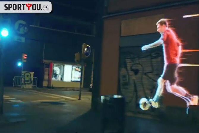 Video. Messi juega por las calles de Barcelona
