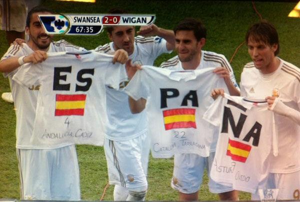 La curiosa celebración de los españoles del Swansea