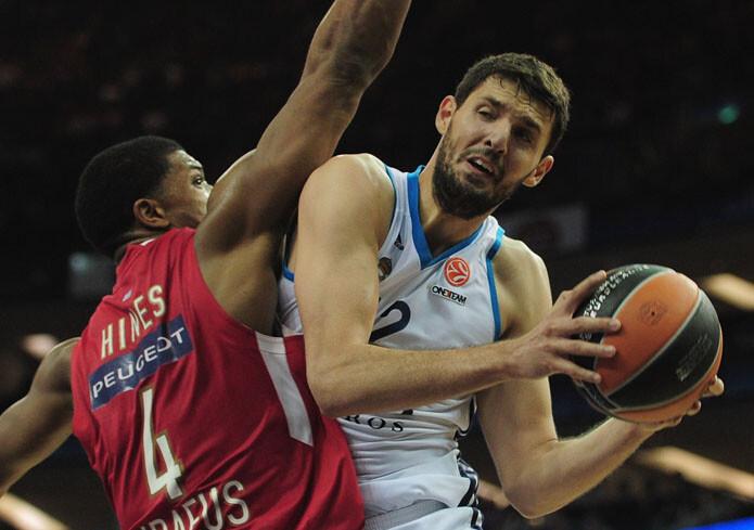 Nikola Mirotic contra Olympiacos