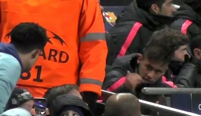 VÍDEO: Enfrentamiento de Neymar con un hincha en el Etihad Stadium