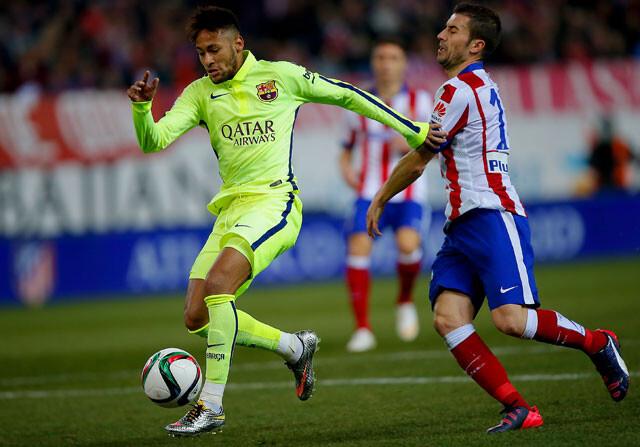 Gabi carga contra Neymar y el árbitro