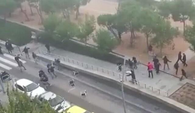 El vídeo de la pelea entre aficionados del Atlético y el Deportivo