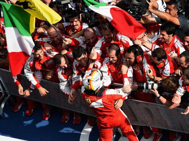 """La radio de la victoria de Vettel en Malasia: """"Ferrari is back!"""""""