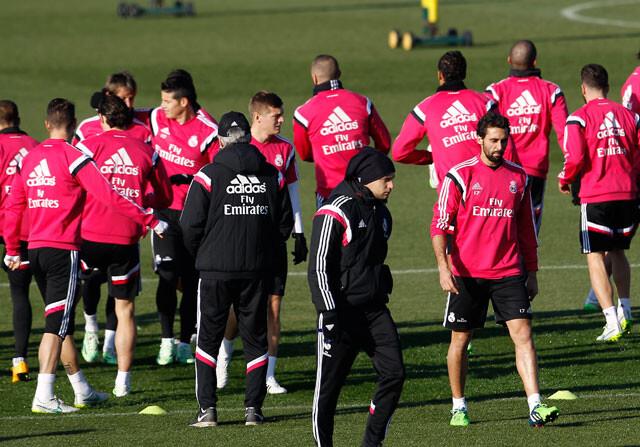 Motín en el Real Madrid contra el doctor Olmo