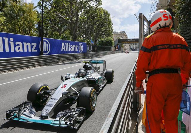La pifia de Mercedes con Hamilton le da la victoria a Rosberg
