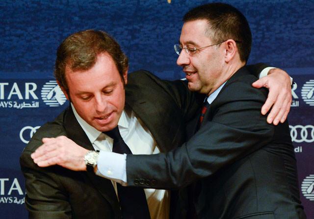 Sandro Rosell se abraza con Josep Maria Bartomeu