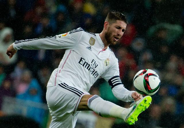 Sergio Ramos ha tenido que abandonar por lesión el partido de Liga que  enfrenta a Real Madrid y Sevilla. El defensa andaluz sufrió molestias en el  muslo ... e2d6d1e146db