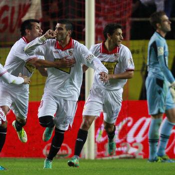 Reyes celebra un gol del Sevilla ante el Betis