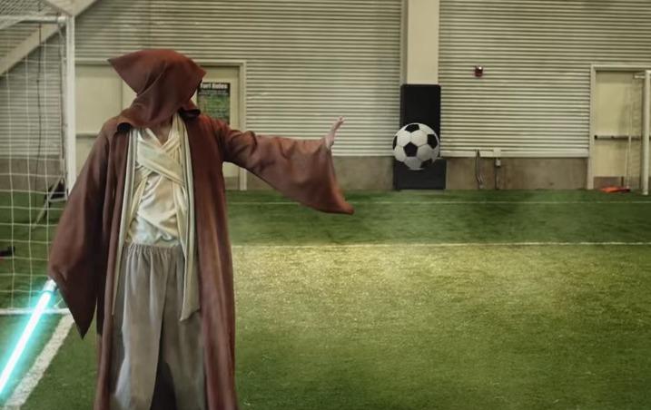 Un partido de fútbol... ¡entre superhéroes!