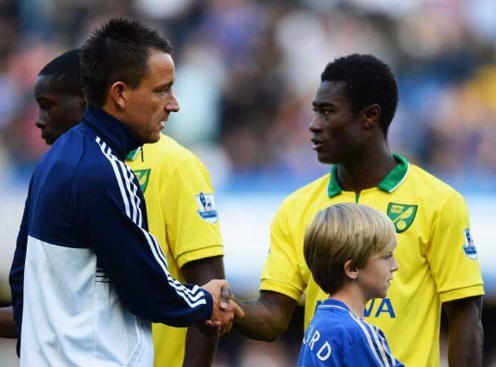 Saludo entre jugadores en el Chelsea Norwich