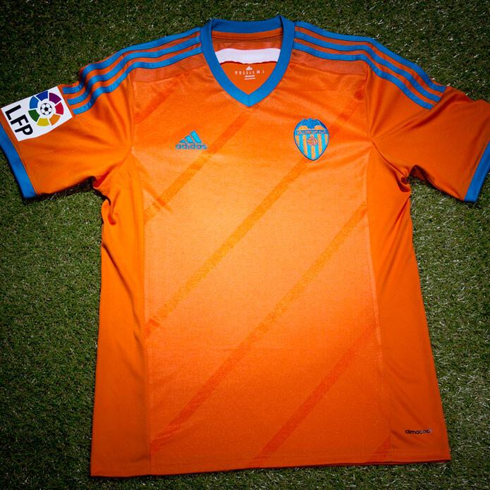 Segunda equipación del Valencia CF 2014 15 0cb91bd9444b3