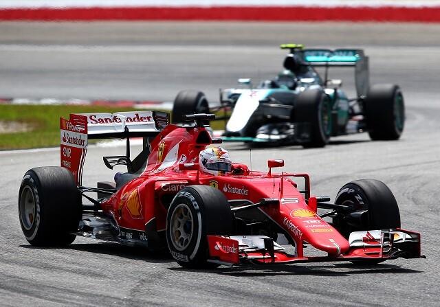 El Ferrari de Vettel aplasta a los Mercedes