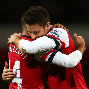 Walcott y Giroud, delanteros del Arsenal
