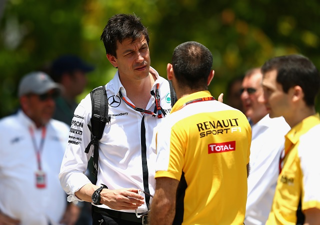Red Bull aun no ha llegado a un acuerdo con Mercedes