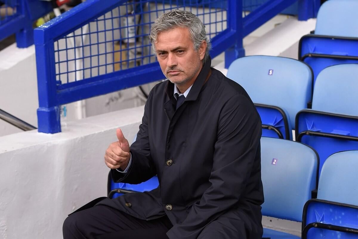 Jose Mourinho le dice a sus amigos que ya es entrenador del Manchester United