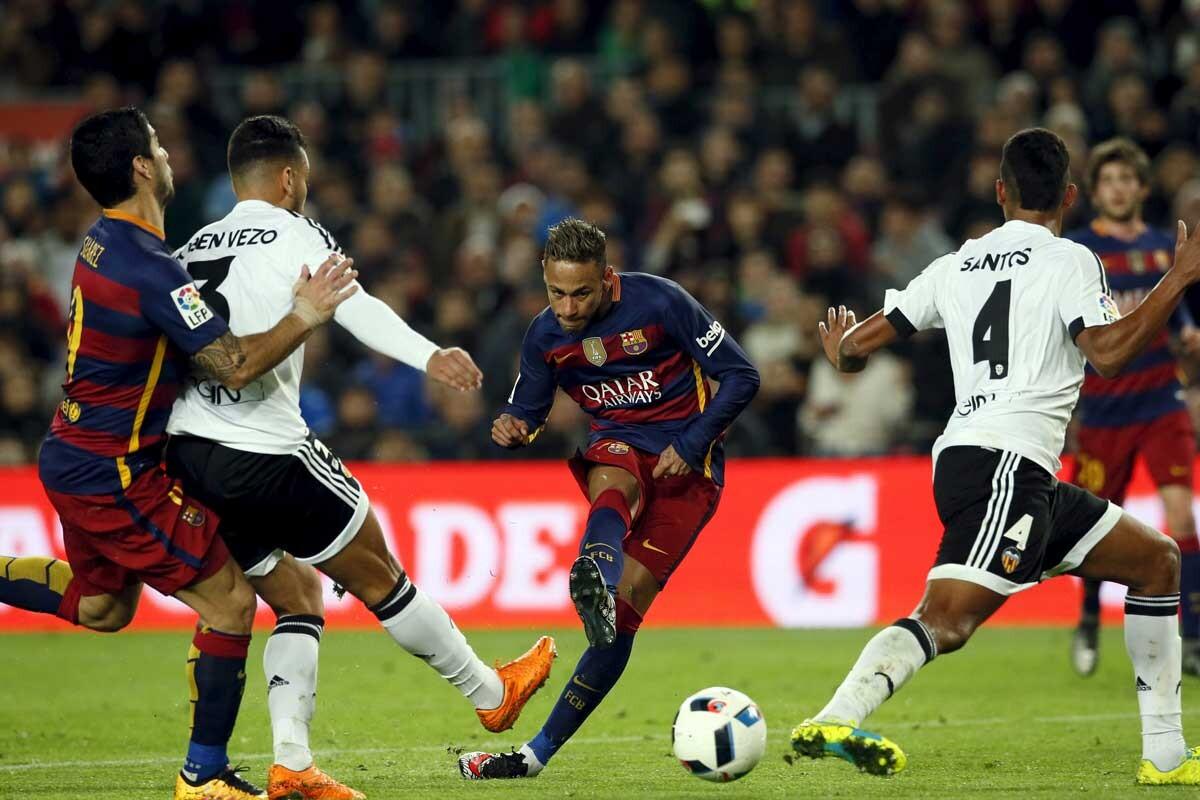 Neymar aún no ha renovado con el Barcelona y tiene varios pretendientes