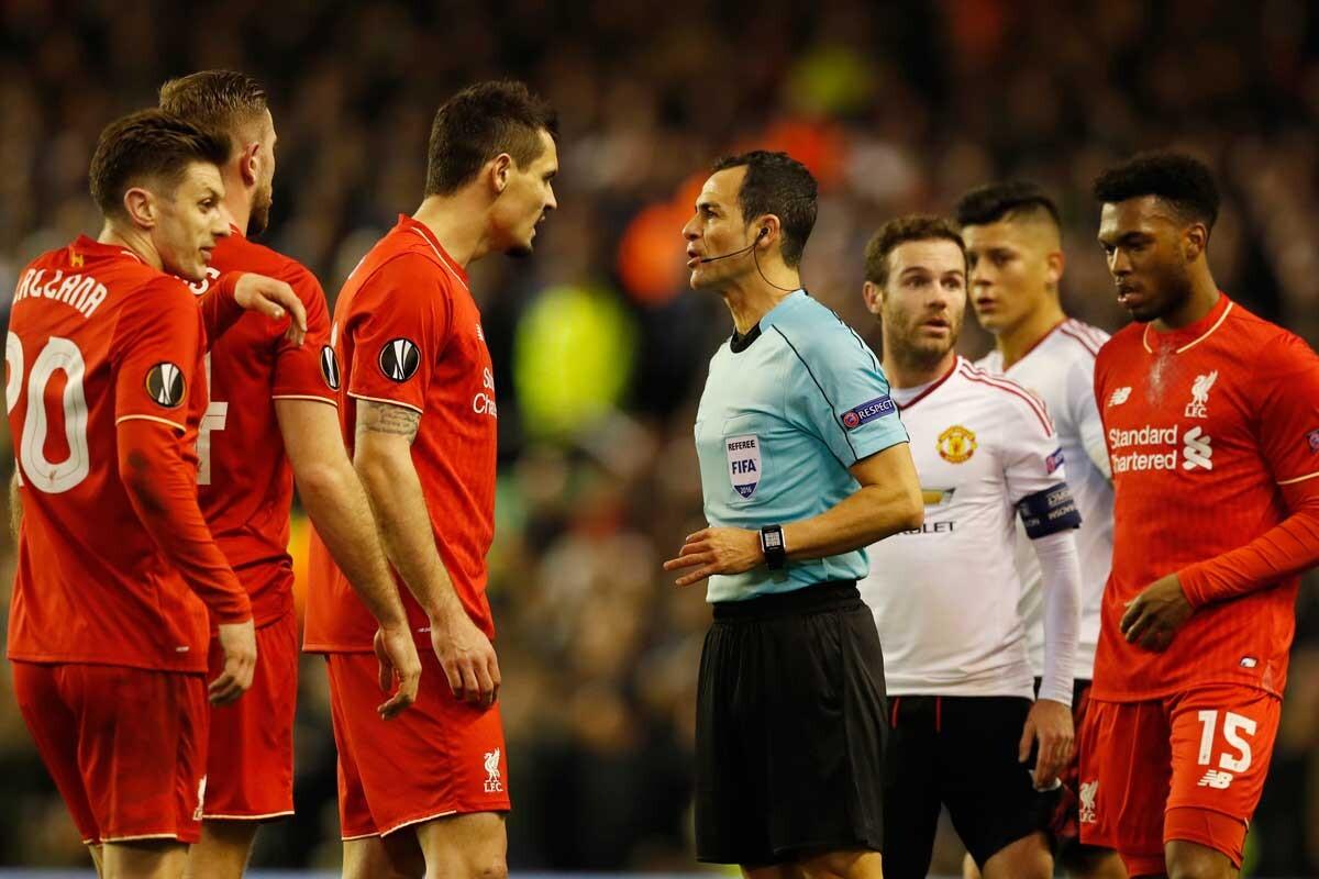 Críticas contra el arbitro español, considerado muy 'tarjetero'