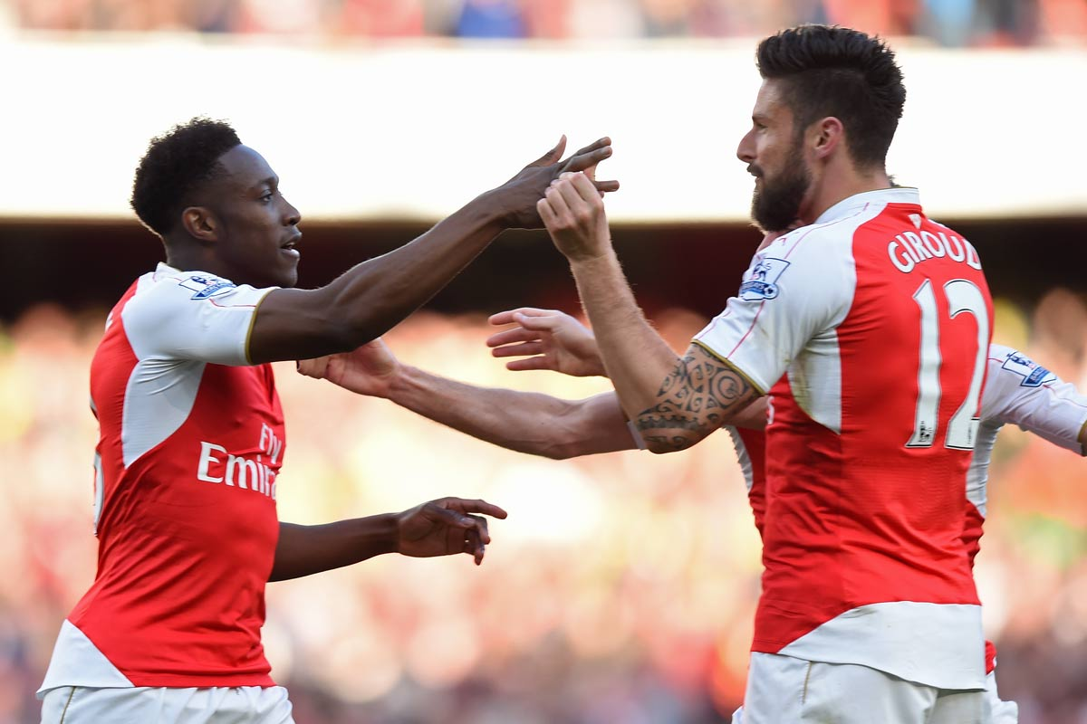 Welbeck y Giroud, del Arsenal