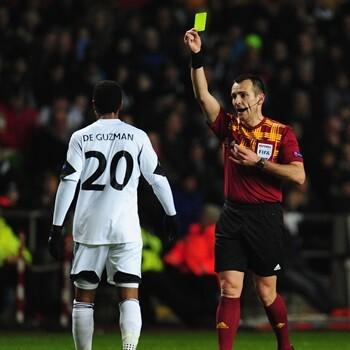 La UEFA estudia que se transmitan las conversaciones de los árbitros