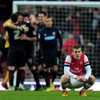 El Arsenal, ocho años sin títulos, cae en Copa