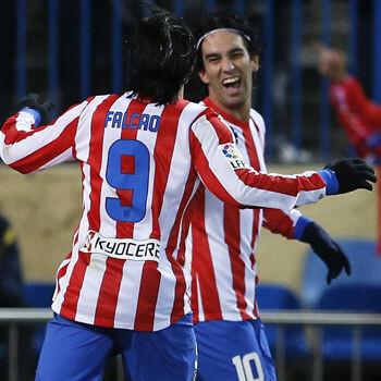 Arda Turan y Falcao, jugadores del Atlético de Madrid