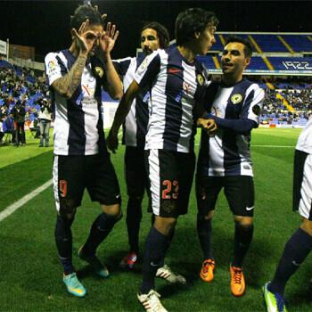 Jugadores del Hércules celebran un gol