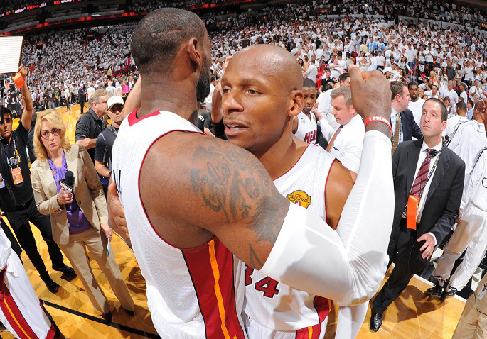 LeBron James y Ray Allen celebran la victoria./ Getty Images