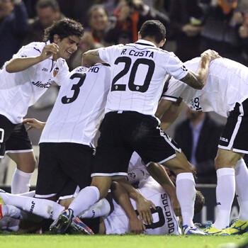 Jugadores del Valencia celebran un gol